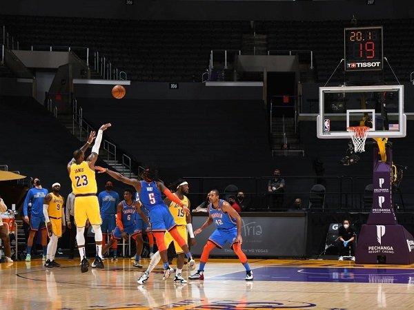 Los Angeles Lakers buat OKC Thunder kalah dua kali beruntun.