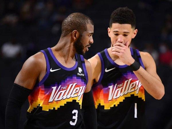 Devin Booker sebut Chris Paul bawa dampak positif ke permainan Phoenix Suns.