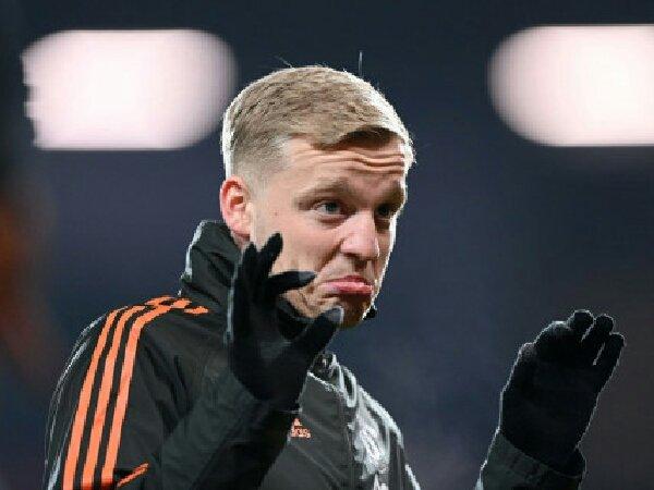 Jermaine Jenas sarankan Donny ven de Beek untuk tinggalkan Manchester United