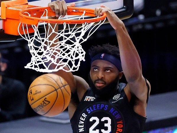 Cedera tangan Mitchell Robinson jadi kerugian besar untuk New York Knicks.