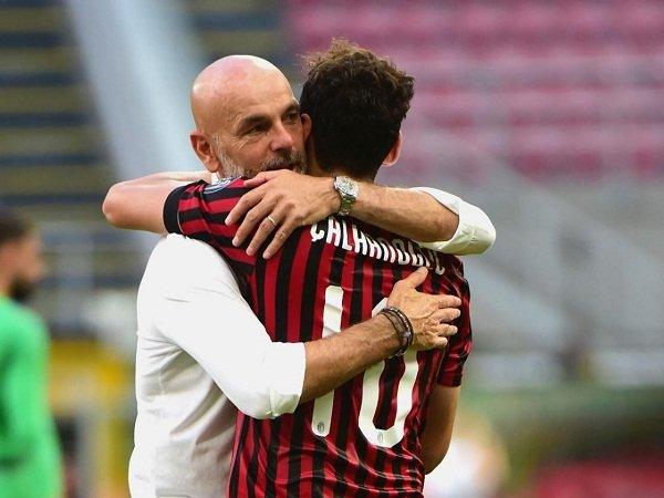 Stefano Pioli dan Hakan Calhanoglu