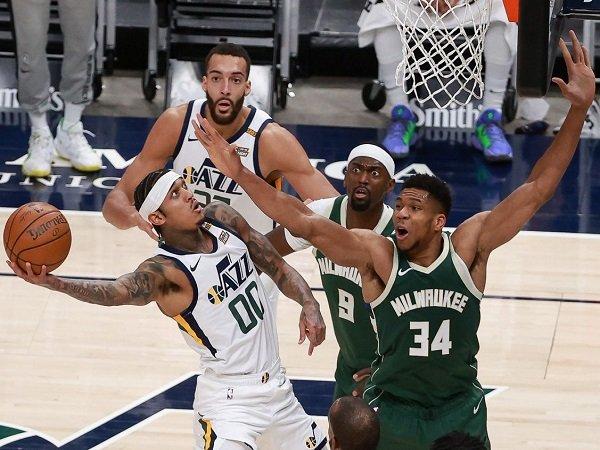 Performa apik Utah Jazz buat Giannis Antetokounmpo layangkan pujian selangit.