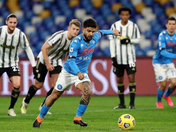 Andrea Pirlo mengeluhkan penalti untuk Napoli.