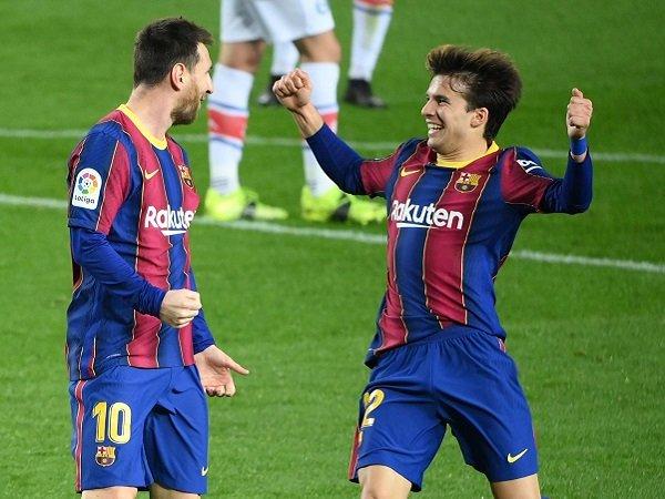Barcelona kembali ke jalur kemenangan dengan menaklukan Alaves 5-1.