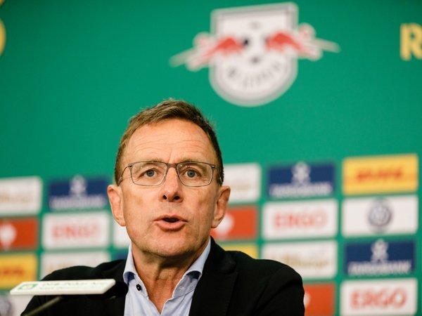 Ralf Rangnick ternyata sempat didekati Chelsea sebelum menunjuk nama Thomas Tuchel sebagai pelatih tim yang baru / via Getty Images