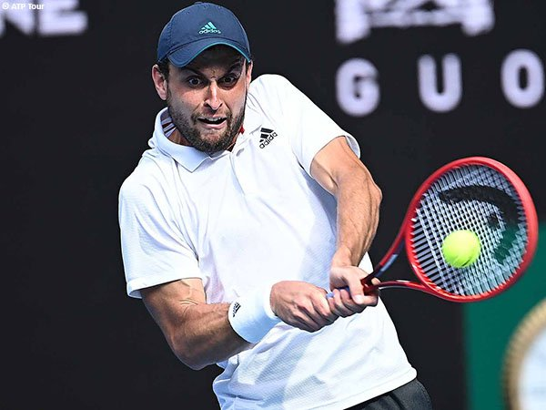 Aslan Karatsev melaju ke semifinal Australian pada debutnya di Grand Slam