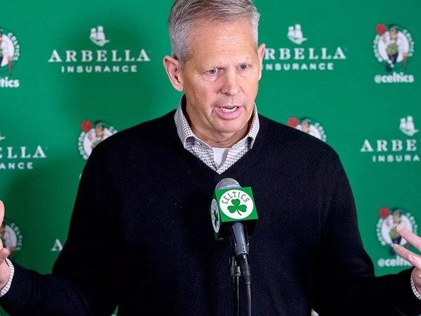 Presiden Celtics Danny Ainge salahkan dirinya soal performa buruk tim. (Gambar: Getty)