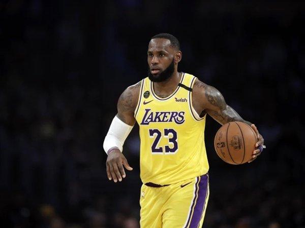 LeBron James angkat bicara soal situasi Andre Drummond, Cavaliers, dan Draymond Green. (Gambar: Associated Press)
