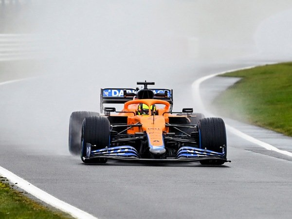 McLaren mencoba mobil barunya untuk pertama kali di Silverstone