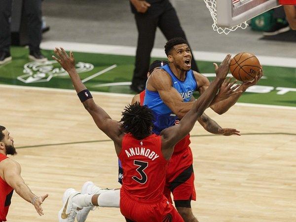 Giannis Antetokounmpo enggan panik atas rekor buruk Milwaukee Bucks.