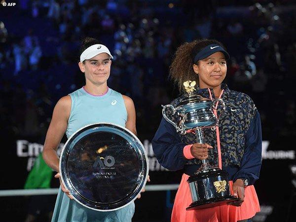 Naomi Osaka [kanan] juara Australian Open untuk kali kedua pada musim 2021