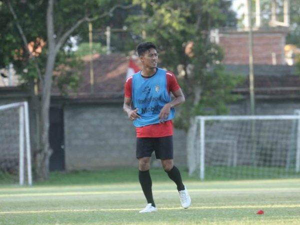 Pemain bertahan Bali United, Andhika Wijaya