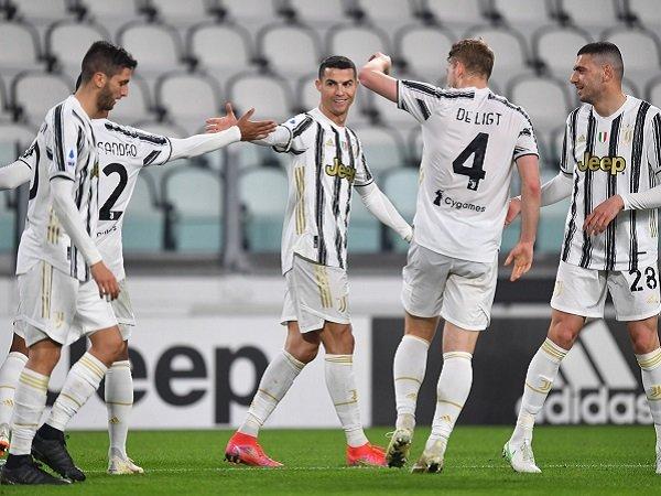Juventus sukses taklukan Crotone untuk bangkitkan kembali asa Scudetto.