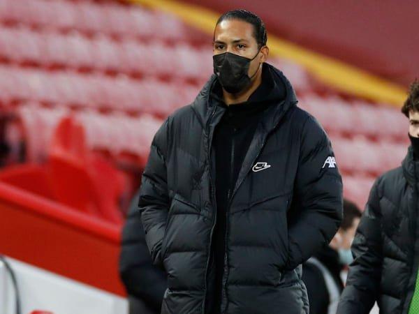 Carragher Minta Liverpool Berhenti 'Tangisi' Kehilangan Van Dijk