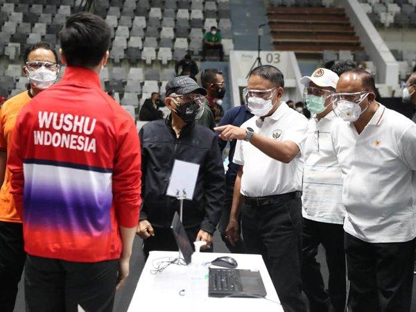 Menpora RI Zainudin Amali memantau vaksinasi untuk atlet