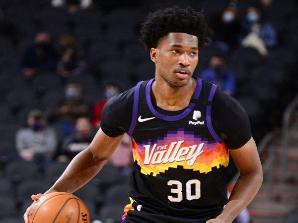 Los Angeles Lakers sodorkan kontrak 10 hari kepada Damian Jones.
