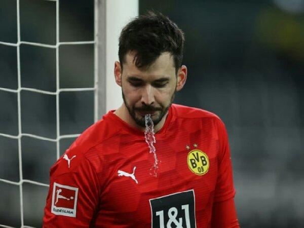 Roman Burki tak lagi jadi kiper utama Borussia Dortmund