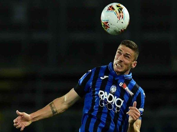 Robin Gosens memberi peringatan kepada Real Madrid usai Atalanta menang atas Sampdoria di lanjutan laga Serie A (28/2) / via Getty Images