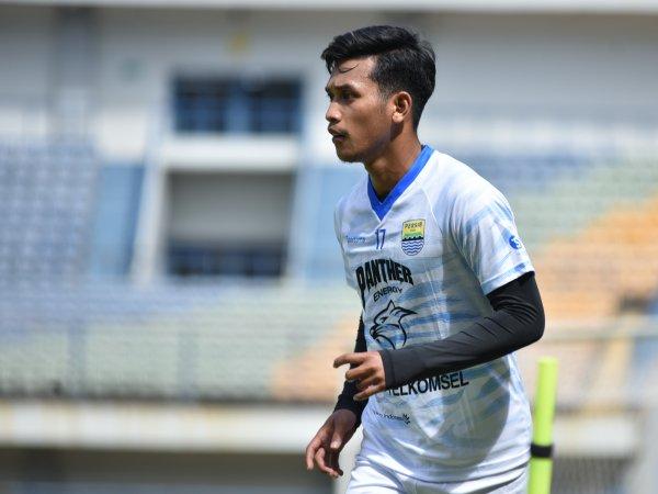Robert Rene Alberts mengajak Indra Mustafa yang musim lalu membela Bandung United ikut berlatih dengan Persib