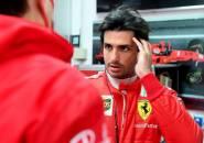 Carlos Sainz Jr Akan Berusaha Keras Jegal Lewis Hamilton