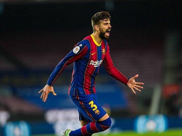 Gerard Pique kembali ramaikan ruang perawatan Barcelona.