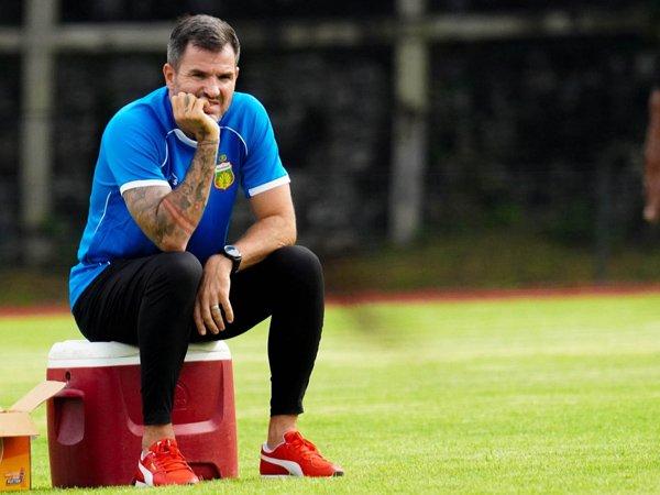 Direktur Teknik Bhayangkara Solo FC, Simon McMenemy