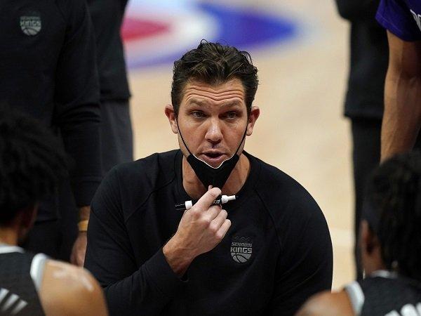 Sacramento Kings masih mempercayai jasa Luke Walton.