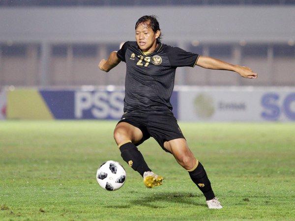 Gelandang Bhayangkara Solo FC, Adam Alis saat memperkuat timnas Indonesia U-23