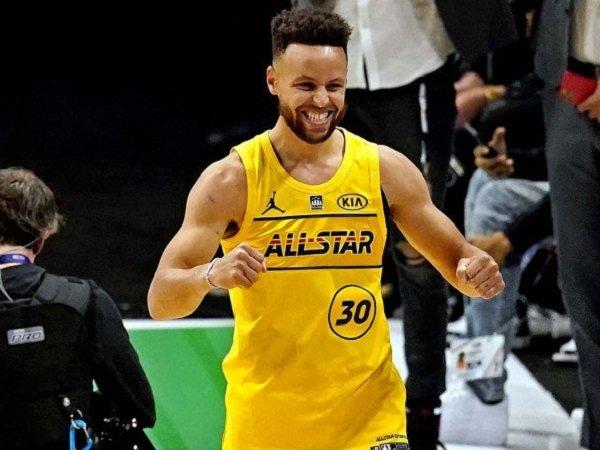 Pebasket Golden State Warriors, Stephen Curry (30) saat berlaga di NBA All-Star.