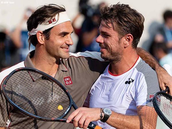Roger Federer [kiri] siap kembali beraksi setelah menepi lebih dari satu musim
