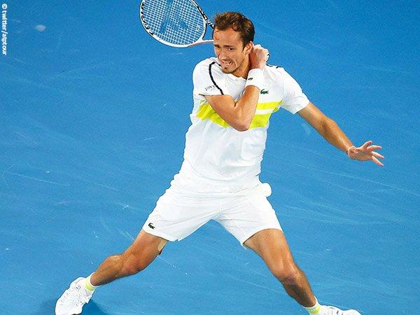 Daniil Medvedev lolos ke perempatfinal di Marseille musim 2021