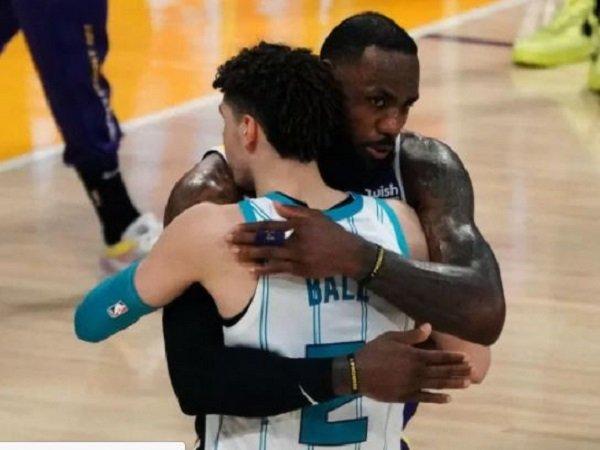 LeBron James memberikan rasa hormat kepada LaMelo Ball.