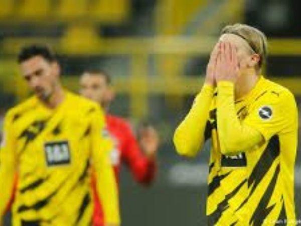 Ekspresi kekecewaan Haaland dalam laga Dortmund melawan FC Koln yang harus berakhir imbang