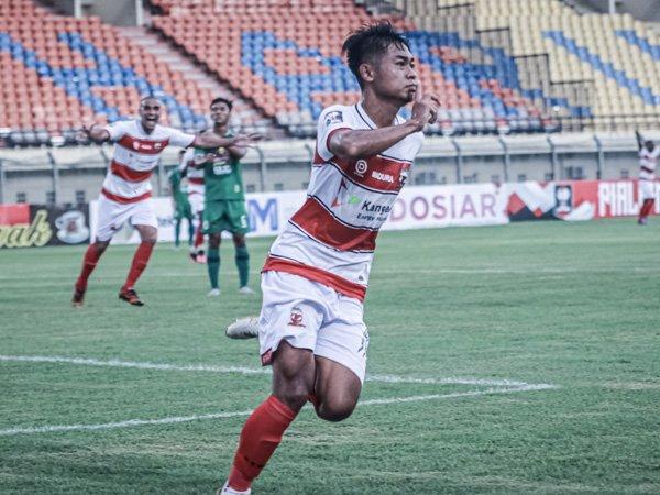 Gelandang Madura United, Mochamad Kevy Syahertian merayakan gol ke gawang PSS Sleman