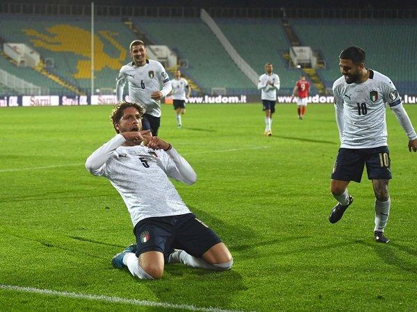 Manuel Locatelli dan Andrea Belotti antar Italia menang atas Bulgaria.