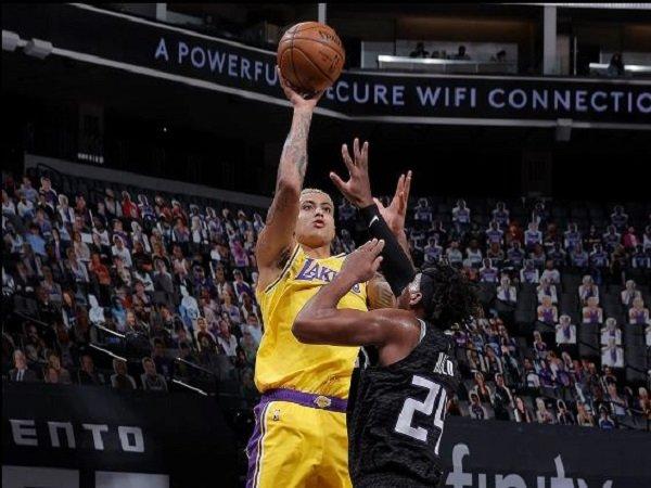 Forward Los Angeles Lakers, Kyle Kuzma saat melawan Sacramento Kings. (Images: Getty)