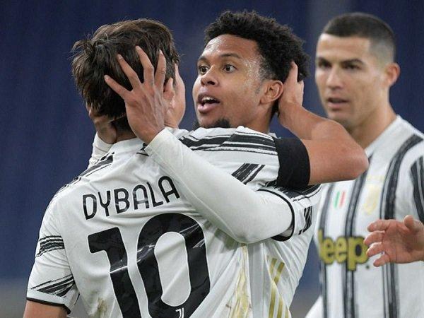 Juventus menghukum trio pemain yang berpesta di tengah pandemi.