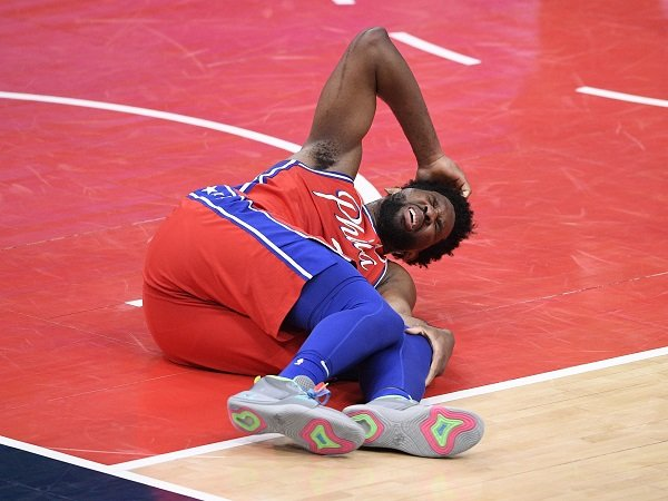 Joel Embiid khawatir musimnya berakhir lebih cepat ketika alami cedera lutut Maret lalu.