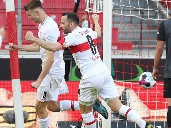 Selebrasi pemain Stuttgart atas gol bunuh diri Augustinsson di penghujung laga yang memberikan 3 poin bagi tim tuan rumah.