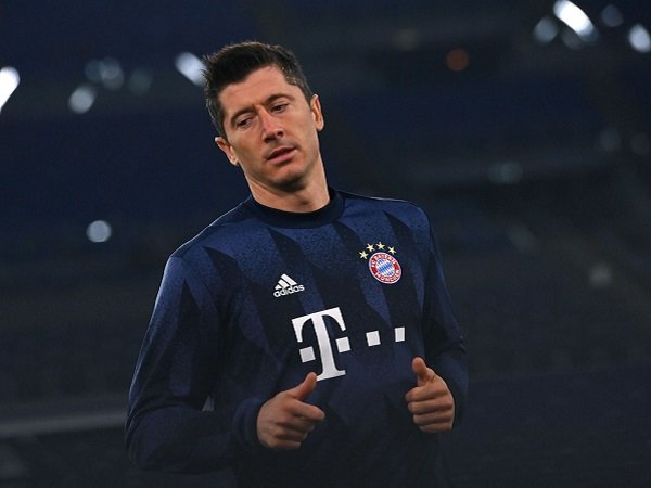 Robert Lewandowski masih akan absen saat Bayern Munich hadapi PSG di leg kedua.