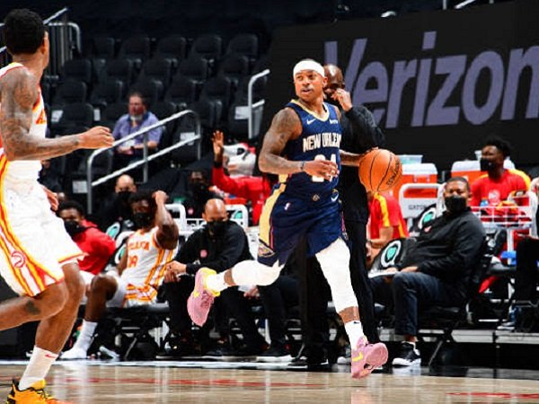 Isaiah Thomas saat melakukan debut bersama New Orleans Pelicans. (images: Getty)