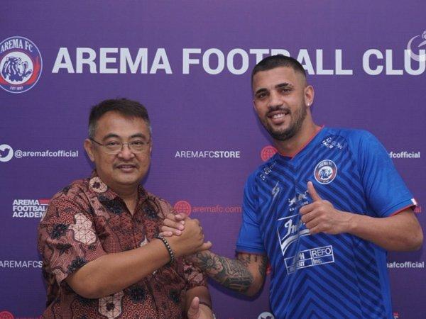 Caio Ruan (kanan) didepak Arema FC usai tampil mengecewakan di Piala Menpora