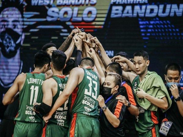Louvre Dewa United Surabaya melaju ke babak playoff usai taklukkan Indonesia Patriots.
