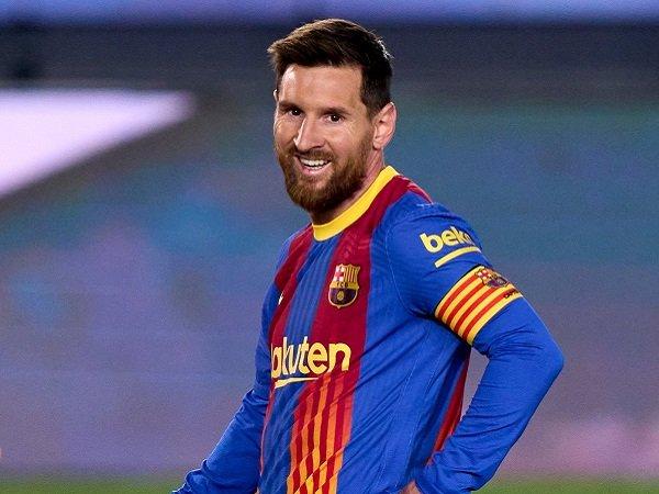 Lionel Messi diharapkan tetap bermain di El Clasico musim depan.