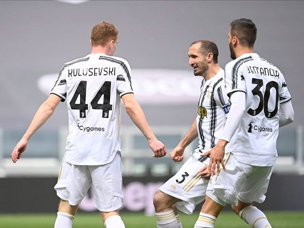 Juventus mengalahkan Genoa dengan skor 3-1.