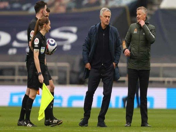Jose Mourinho dan Ole Gunnar Solskjaer / via Getty Images