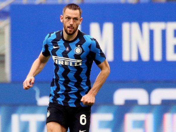 Bek tengah Inter Milan, Stefan De Vrij.