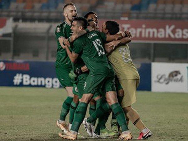 Pemain PSS Sleman merayakan keberhasilannya lolos ke semifinal Piala Menpora 2021