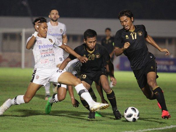 Timnas Indonesia saat melakoni uji coba menghadapi klub Liga 1, Bali United