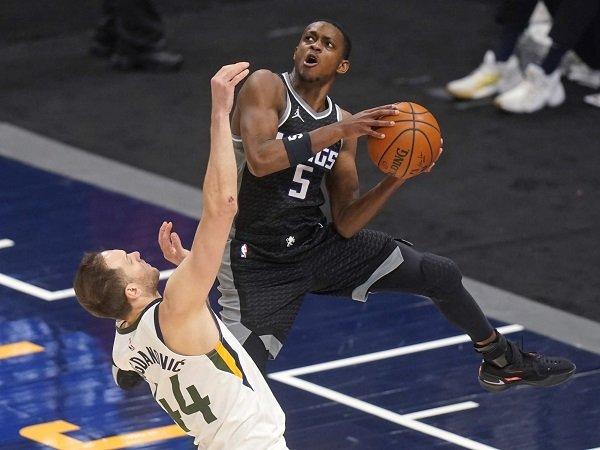 De'Aaron Fox frustasi lihat Sacramento Kings belum bisa bangkit.